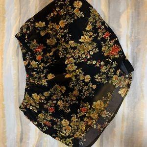 Pants - Floral Shorts Sz S